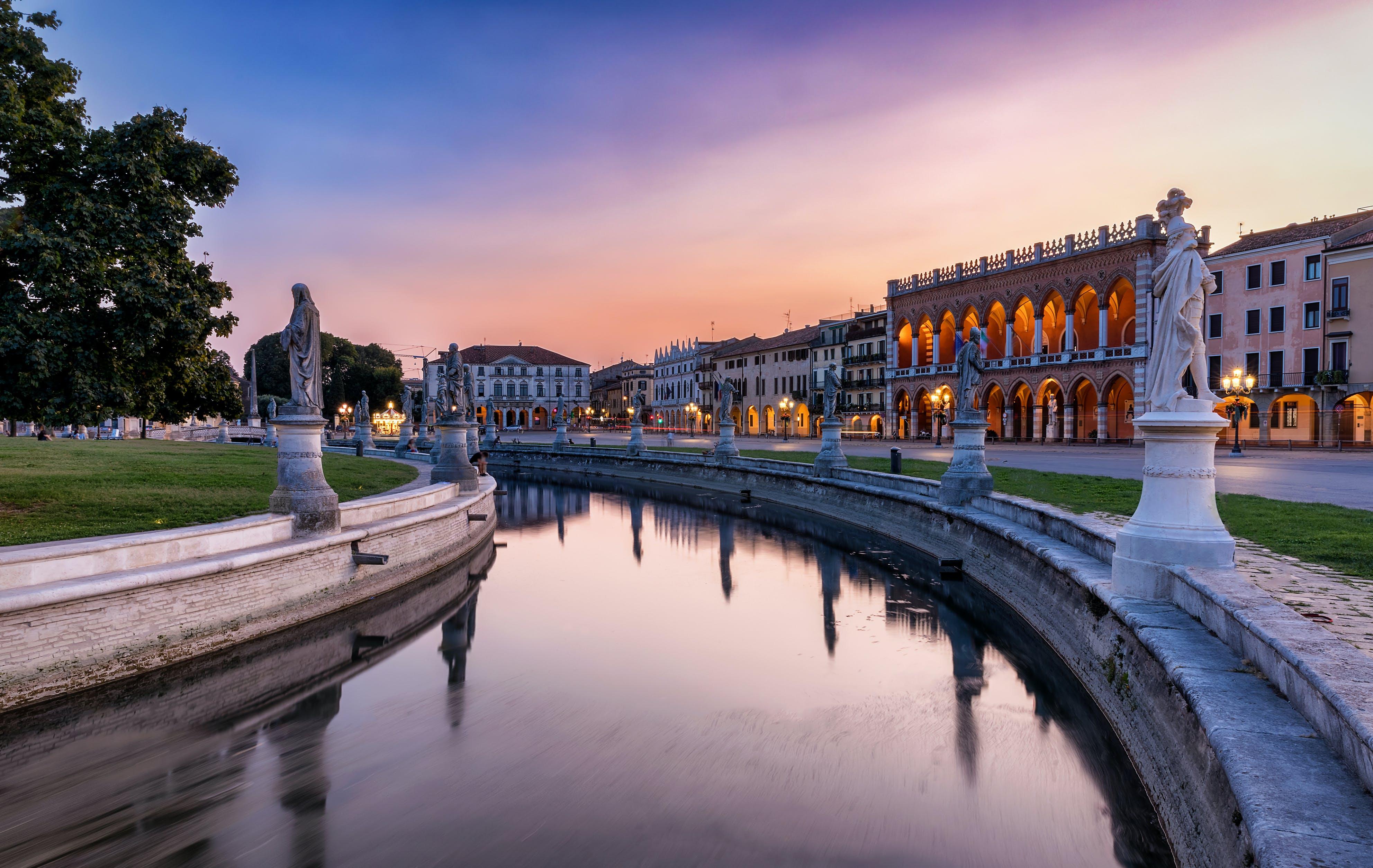 Het beroemde plein Prato della Valle in Padua