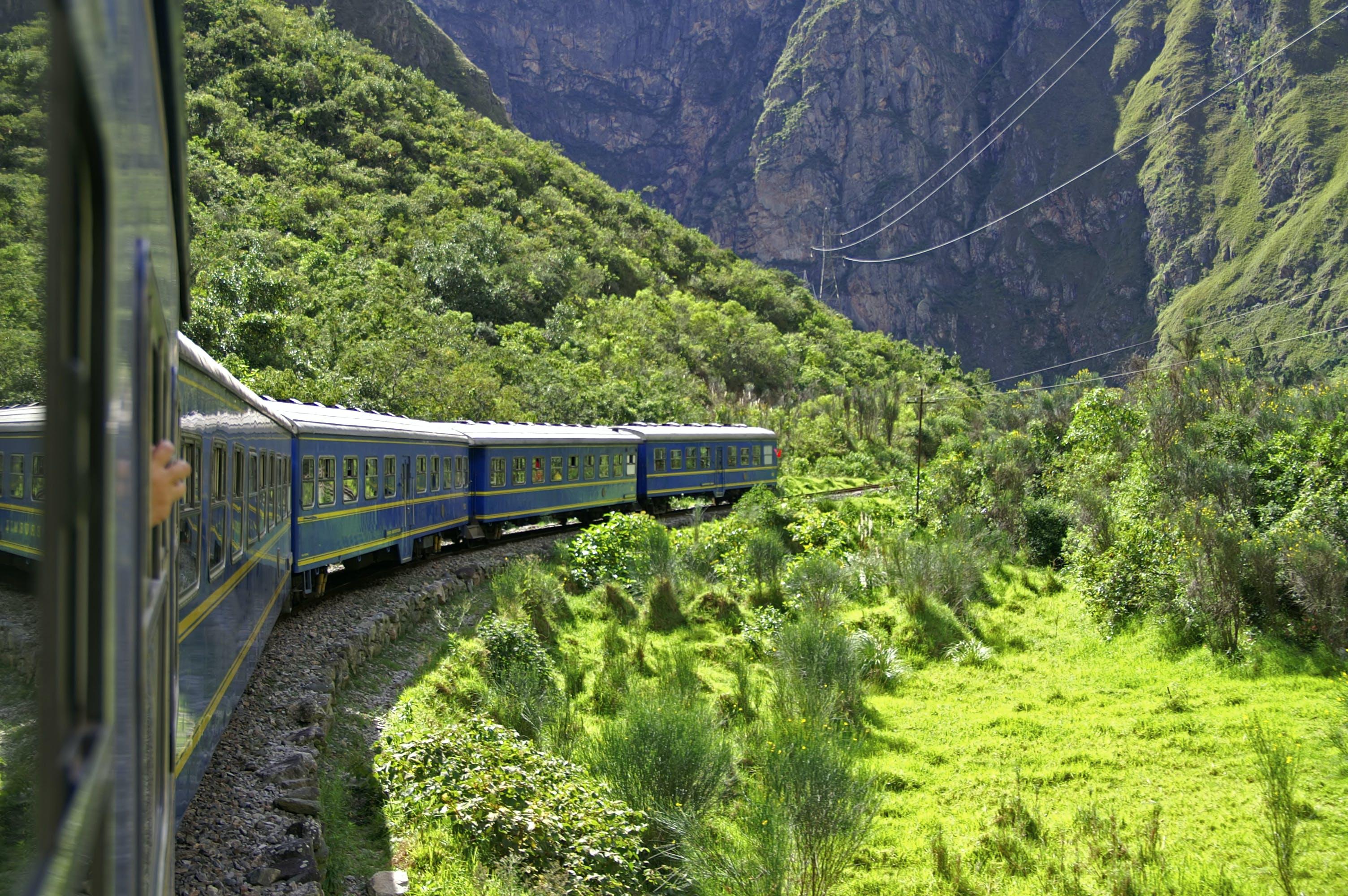 Geniet van een treinreis door een prachtige omgeving