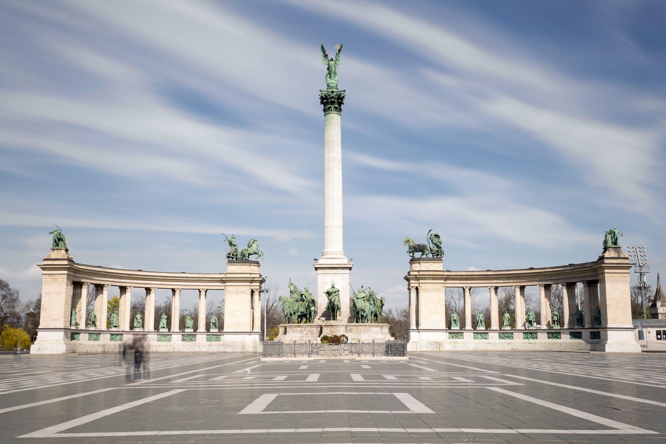 Voor de kunstliefhebbers: bij het Heldenplein vind je het Museum voor Schone Kunsten en de Kunsthal