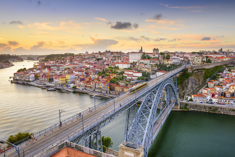 Loop over de Dom Luis brug voor een mooi uitzicht