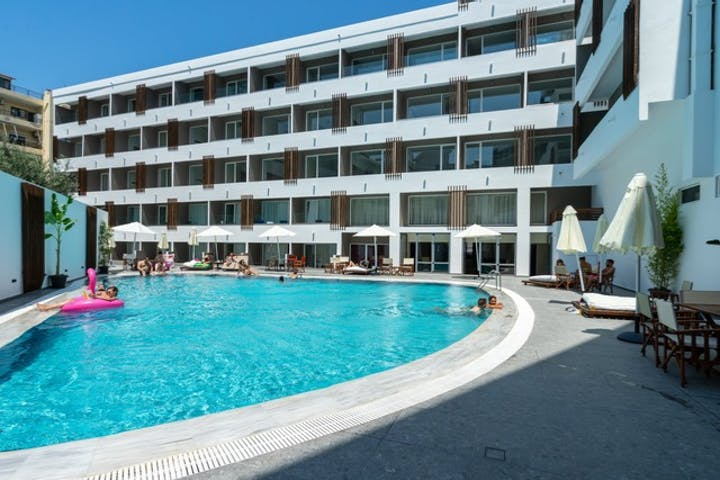 Swimming Pool - Castellum Suites