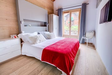 Bedroom with Shared Bathroom, Chalet No. 8
