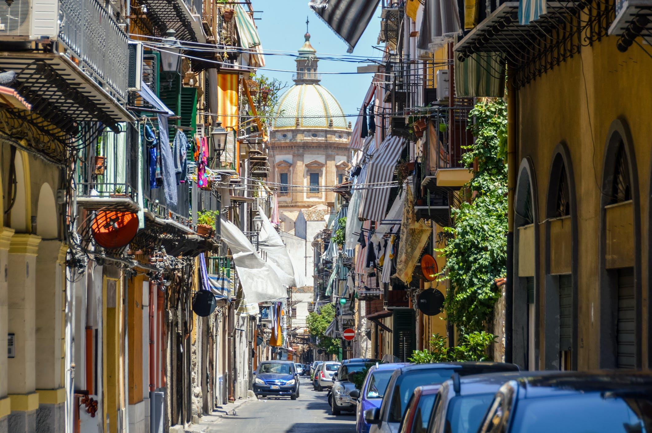 Je tripje begint in Palermo met een transfer naar de kust