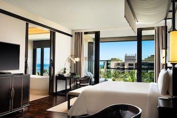 Bed - Grand Deluxe Ocean Court Room