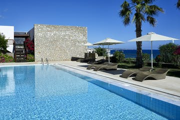 Sea View bungalow with sharing pool