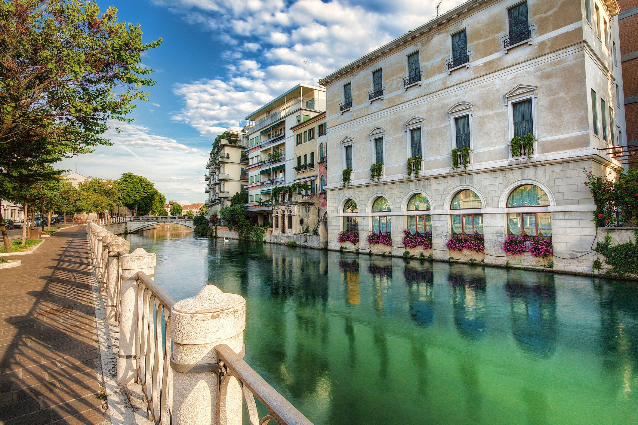 Breng een bezoekje aan de stad Treviso op zo'n 40 km afstand