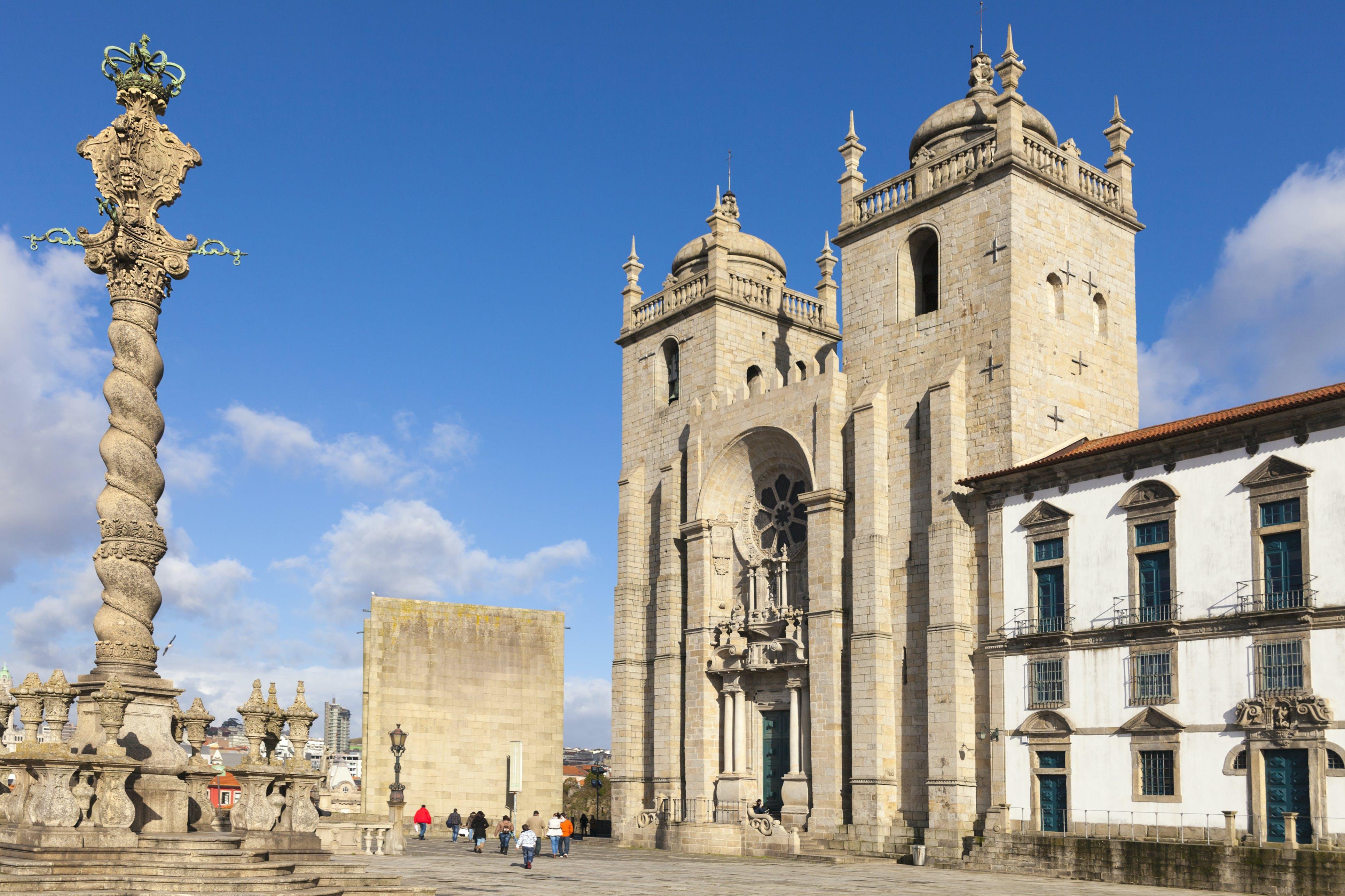 Bewonder de kathedraal van Porto